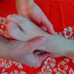 Massage Solo, détente des pieds avec Corinne Brieulle-Collas de l'association Souffle et Mouvement à Meucon.