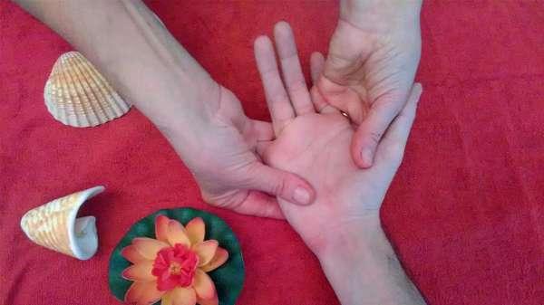 Massage Trio, détente des mains, du visage et des pieds avec Corinne Brieulle-Collas de l'association Souffle et Mouvement à Meucon.